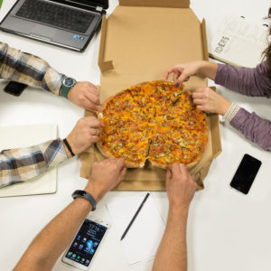 pizza Domino's la birou