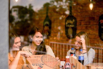 restaurante Domino's pizza